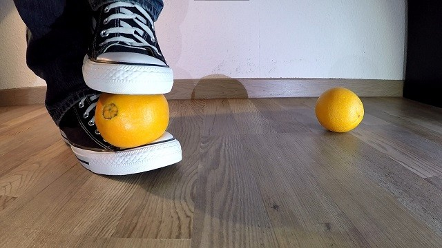 Converse foot crush orange