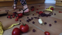 Fruit crush walkover by hot brunette